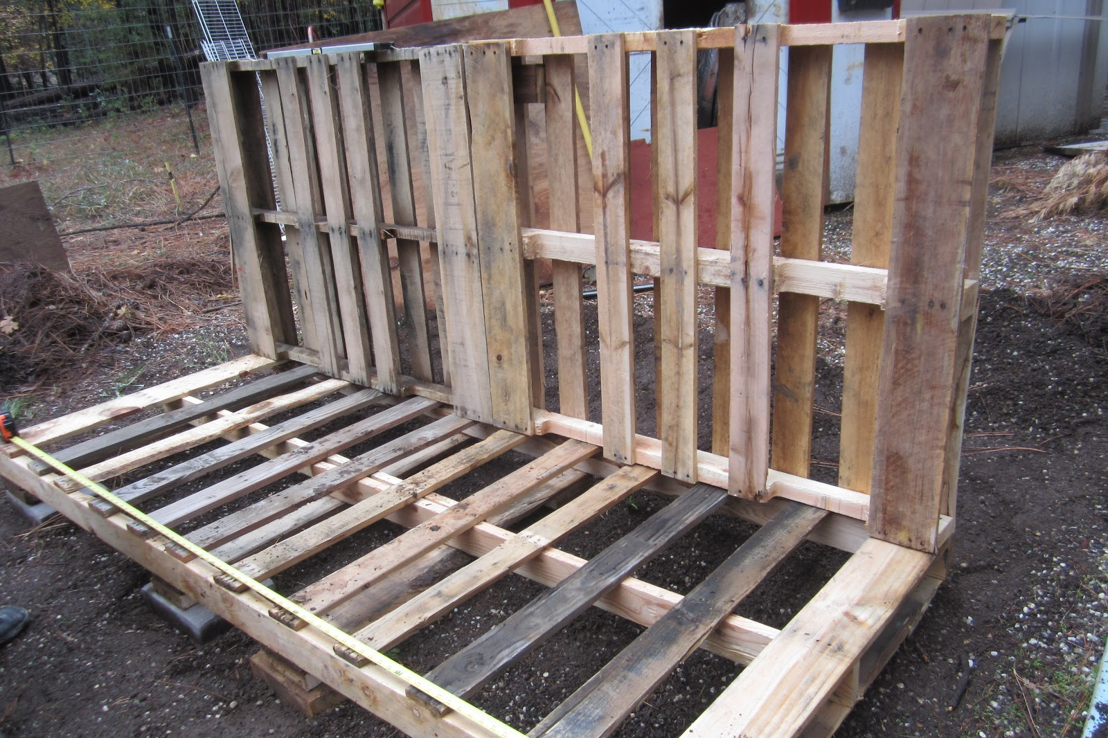 My Garden Pallet Shed: Constructing the Pallet Shed, Day 1